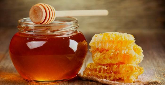 мед в стеклянной баночке