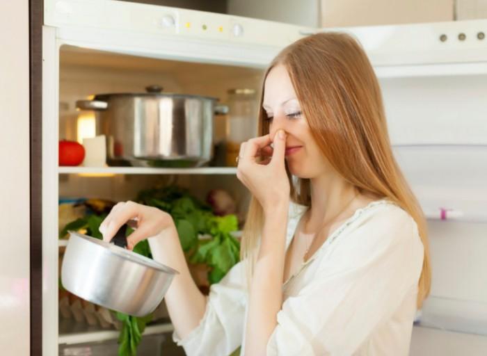 испорченные продукты в холодильнике