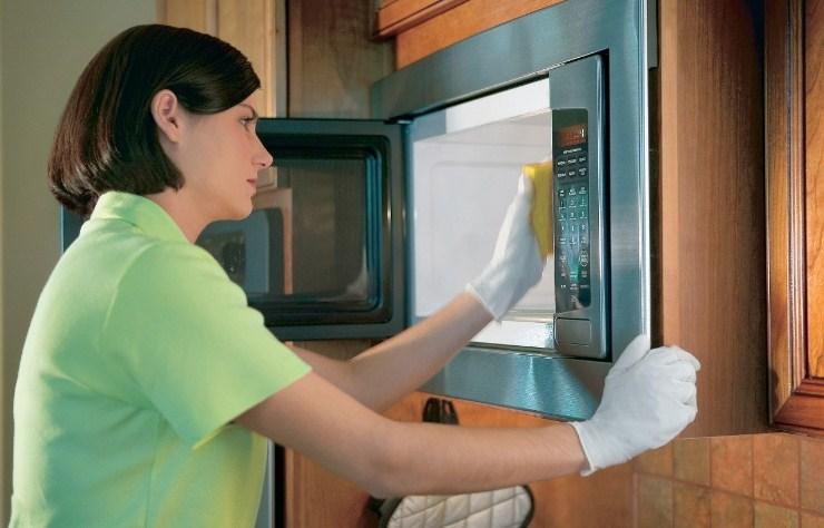 Чистка микроволновки в домашних условиях с уксусом и содой