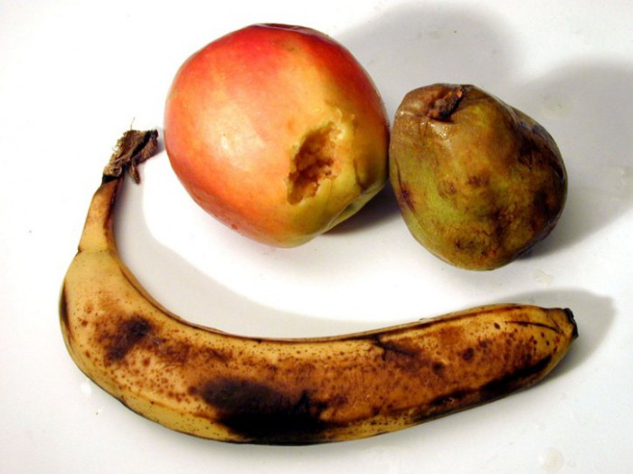 подгнившие фрукты