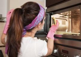 Как быстро помыть микроволновку внутри от жира за пять минут