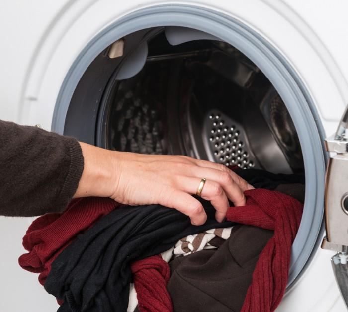 Как стирать шерстяной свитер в стиральной машине
