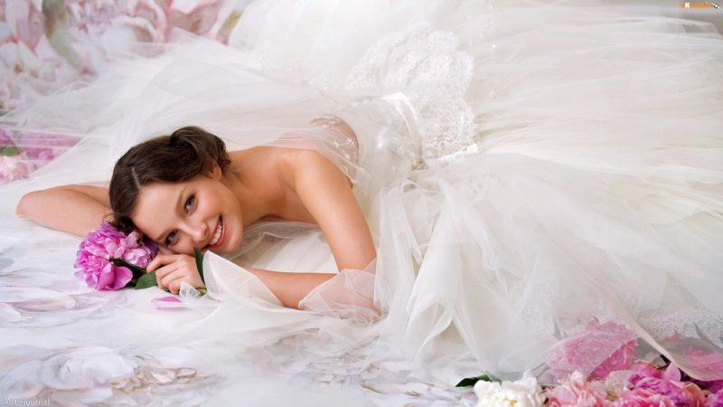 Экономить можно на свадебных нарядах
