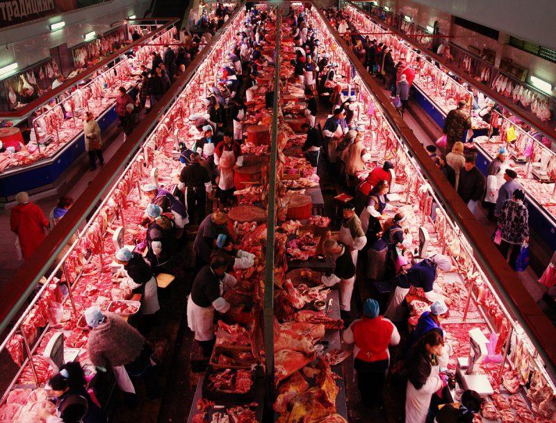 Выгодно купить еду можно на рынке