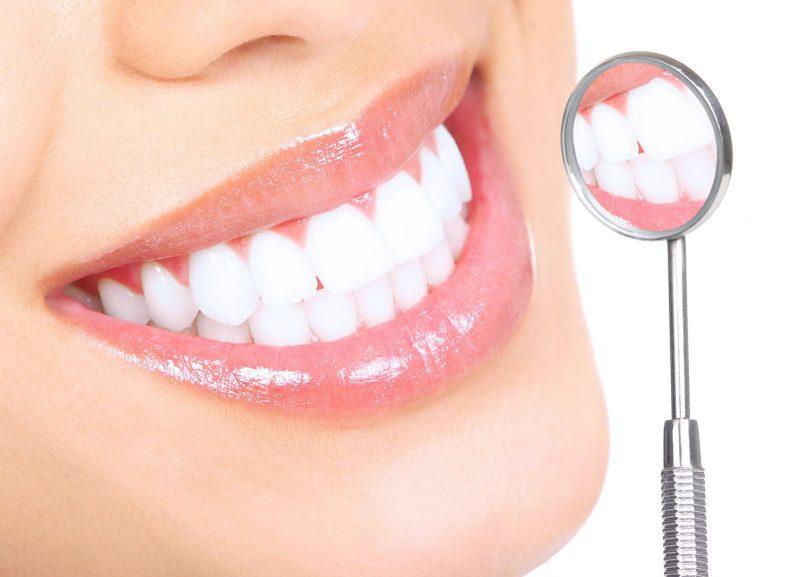чем чистить зубы?