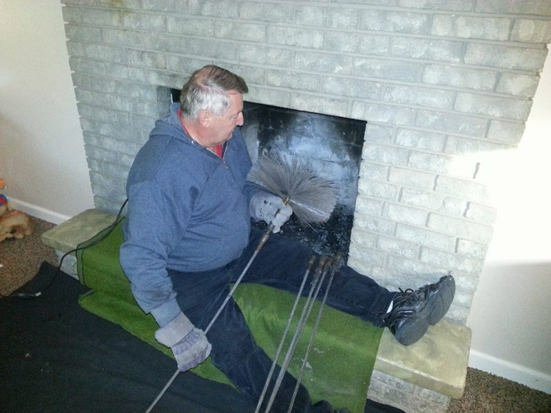 Как почистить дымоход от сажи