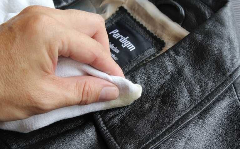 чистим кожаную куртку