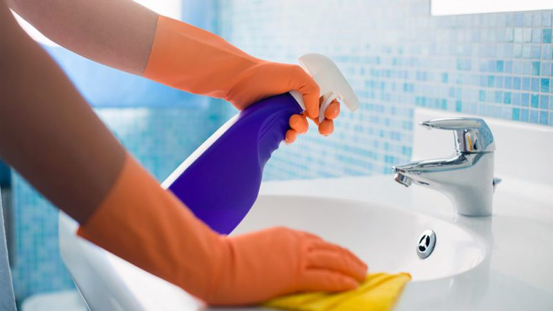 Химические средства в борьбе за чистоту ванны