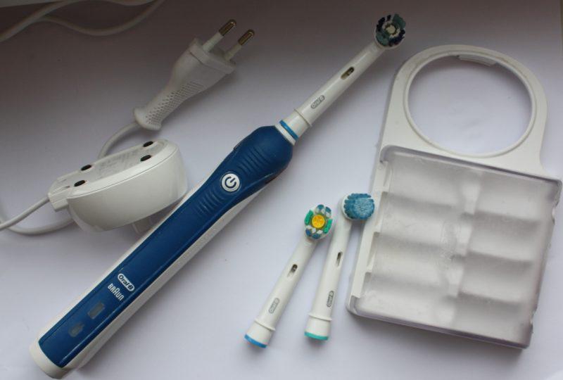 какую выбрать зубную щетку электрическую