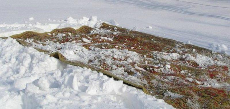 как чистить ковер снегом