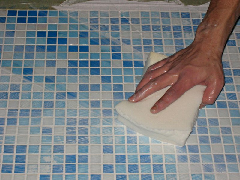 Как мыть плитку после ремонтных работ