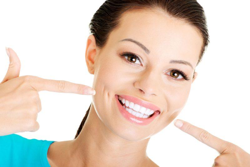 Как отбелить зубные протезы дома?