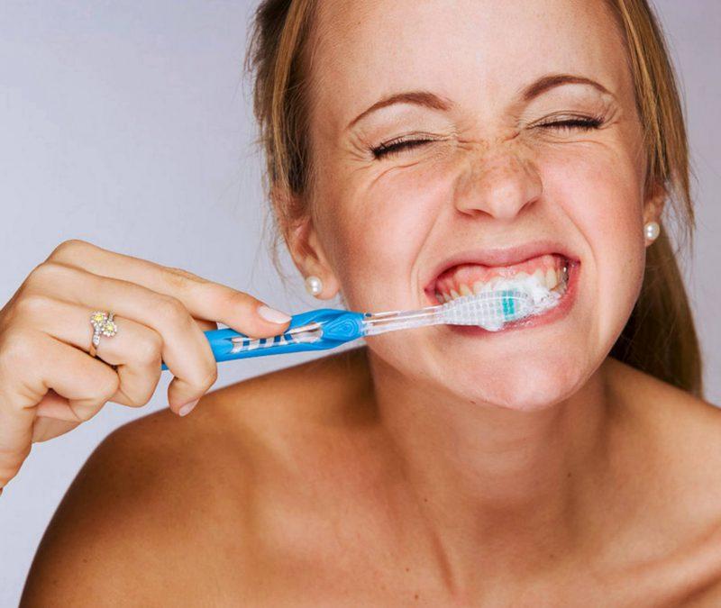 Отбеливание зубов с применением абразивной зубной пасты