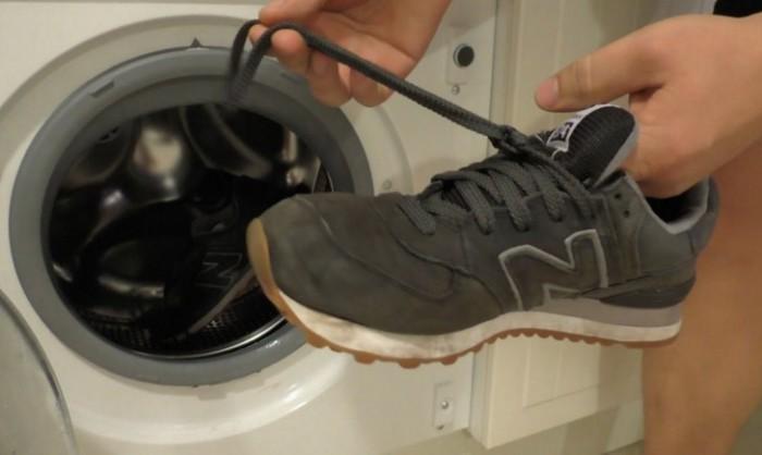 стираем кроссовки в машинке