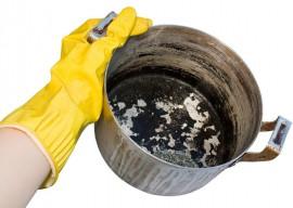 Как очистить пригоревшую кастрюлю: современные и народные способы