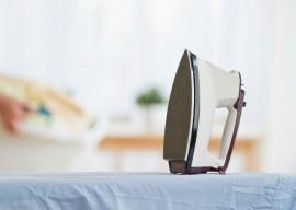 Как и чем очистить утюг от пригоревшей ткани