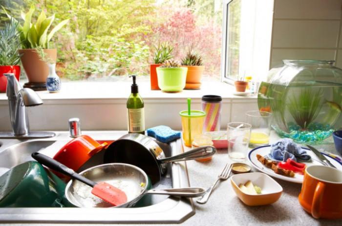 грязная посуда на кухне