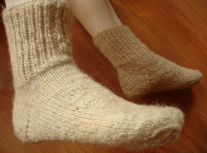 девушка в теплых носках