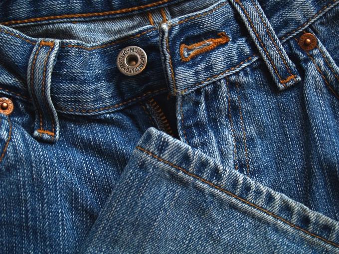 Стираем джинсы правильно