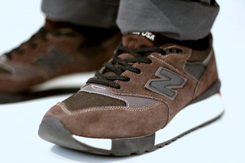 Как почистить замшевые кроссовки в домашних условиях