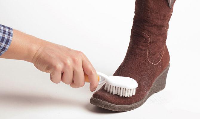 очистить замшевую обувь