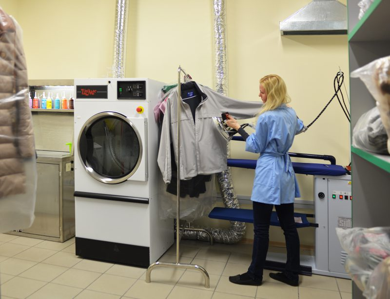Очистка одежды в профессиональной химчистке