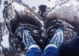 Как быстро высушить обувь изнутри: газеты, силикагель и электросушилки