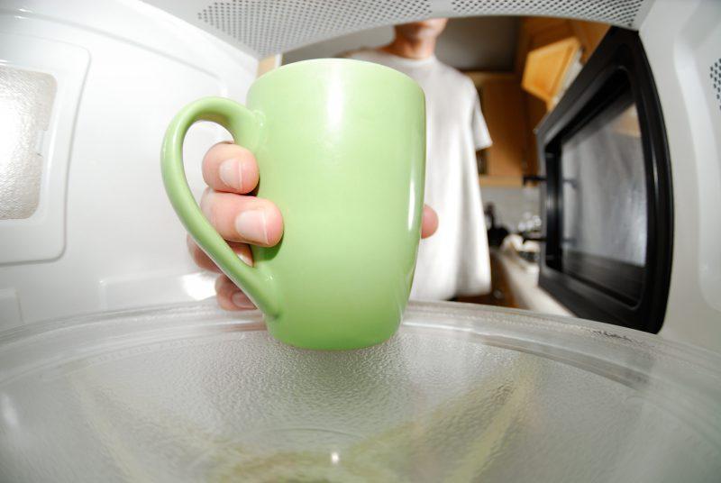 Устраняем запах жира из микроволновой печи