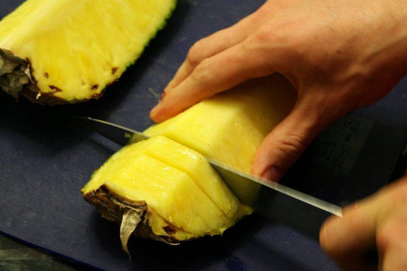 как порезать ананас