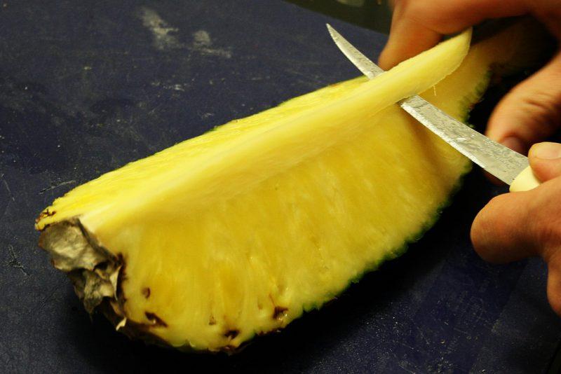 чистим ананас правильно
