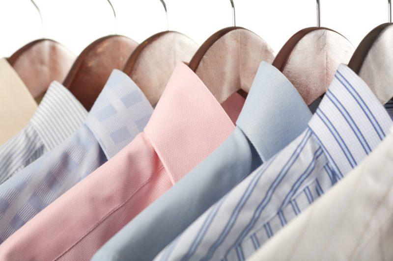 Особенности стирки рубашки из цветной или деликатной ткани
