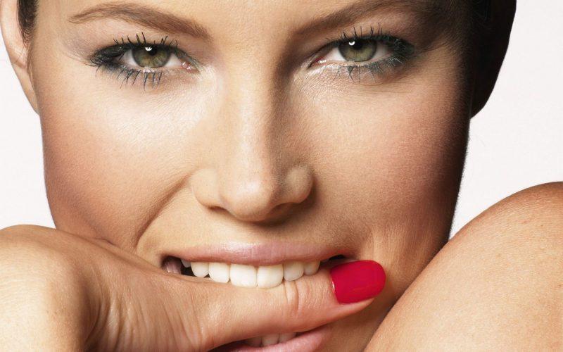 Белозубая улыбка - украшение каждого человека