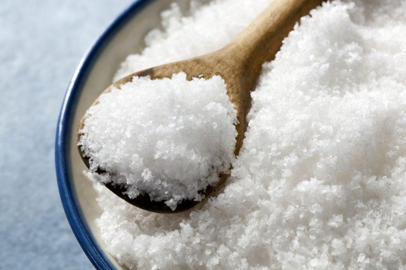 Удалить жир можно солью